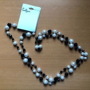 """Forever 21 20"""" pearl/jet black bead necklace."""